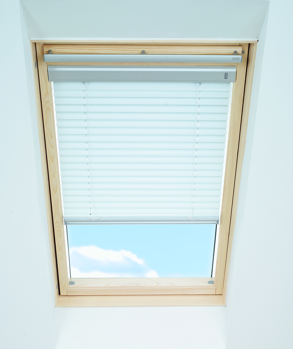 Genuine velux venetian blinds made to match your velux for Velux window shades